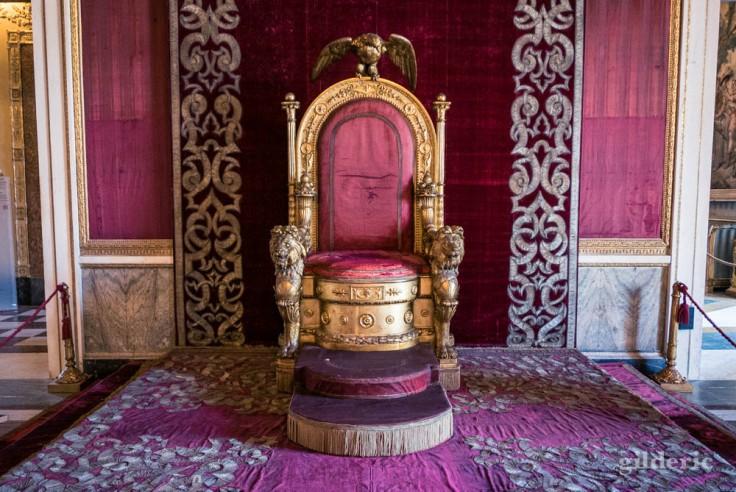 Visiter Naples : palais royal, salle du trône
