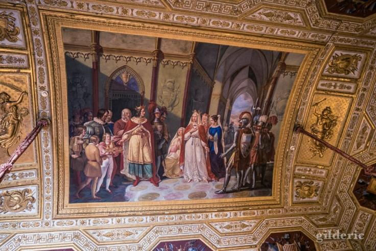 Visiter Naples : plafond décoré du Palais royal