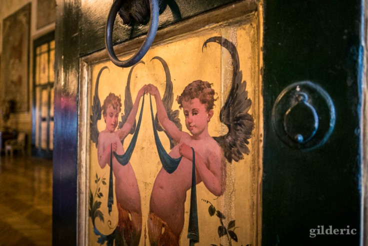 Détail d'une peinture décorant une porte du palais royal de Naples