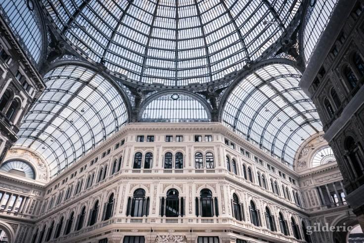 Visiter Naples : dôme et voûtes de la Galleria Umberto I