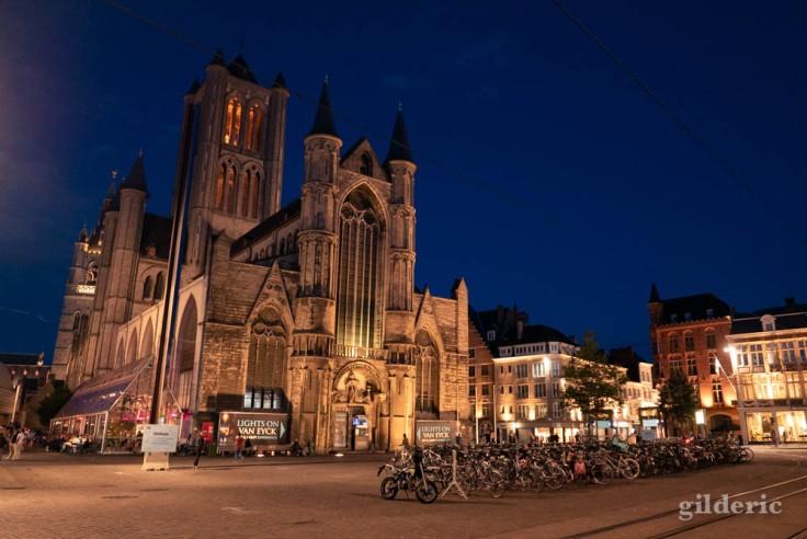 Visiter Gand : église Saint-Nicolas de nuit