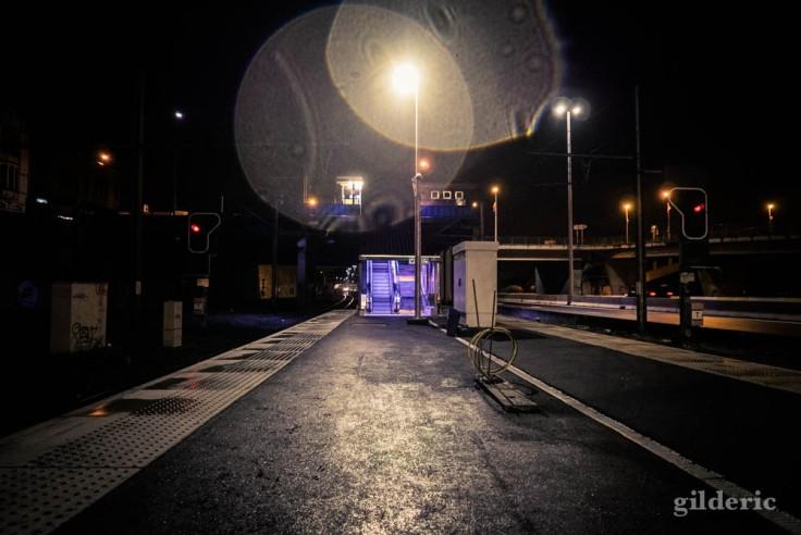 Gare de Visé : lumières étranges dans la nuit