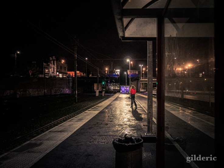 Un soir en gare de Visé : seule sur les quais