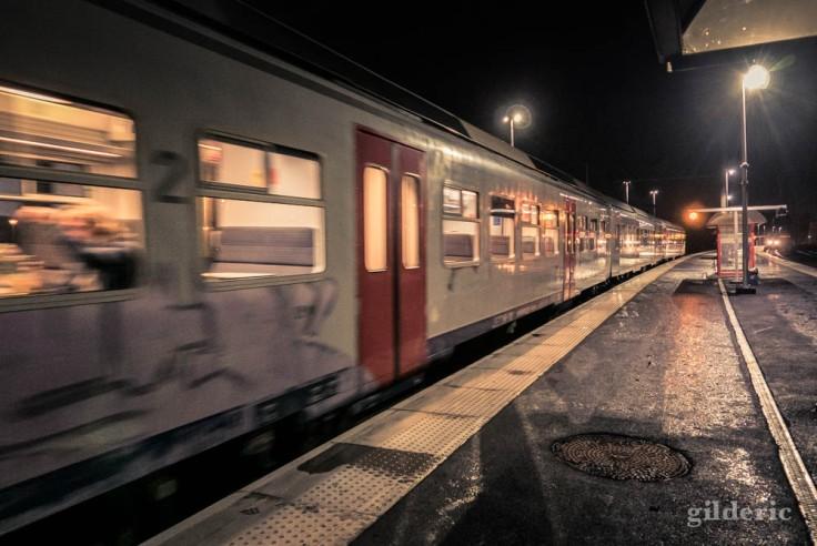 Un soir en gare de Visé : départ du train de Maastricht