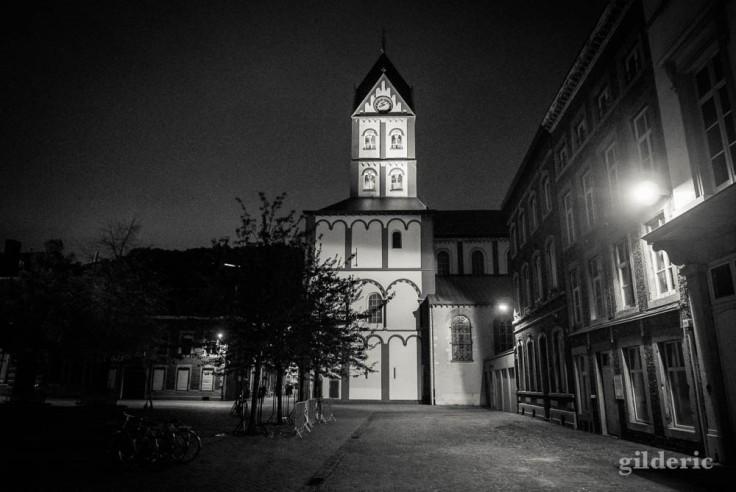 Eglise Saint-Barthélémy dans la nuit