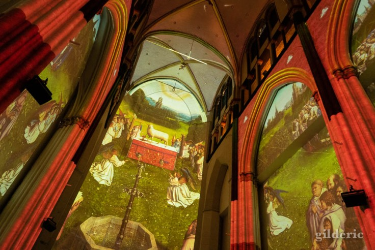 Lights on Van Eyck : projection de détails de l'Agneau mystique