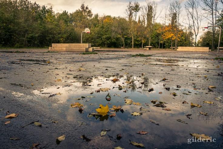 Balade autour du Fort de la Chartreuse en automne : le terrain de jeu déserté (photo)