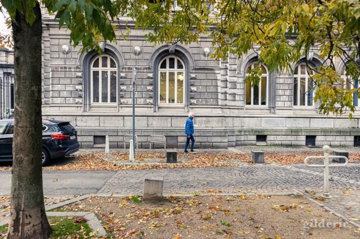 Liège confinée en automne : silhouette boulevard Saucy (photo)