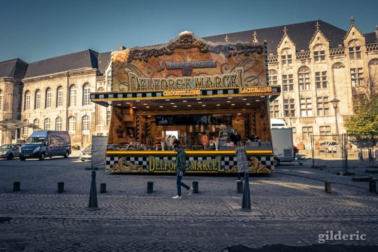 Automne à Liège : baraques lacquemants près du Palais des Princes-Evêques