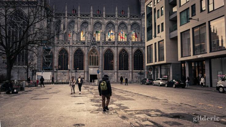Ambiance mortelle, place de la Cathédrale à Liège