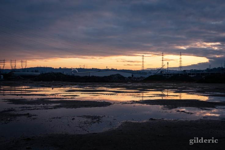 Friche industrielle au soleil levant (Bresoux, Liège)