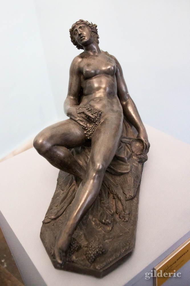 statuette érotique en bronze (femme nue) au palais Mirbach (Bratislava)