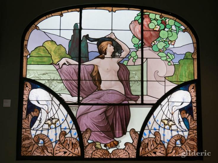 La lecture vitrail art nouveau d'Henri Berge à Nancy