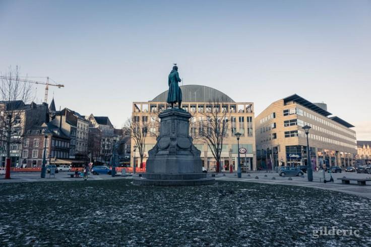 Statue de Grétry, dans la neige et le froid, à Liège