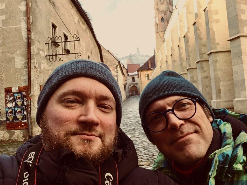 Les deux amis, Frederic Giet (illustrateur) et Jacques Hoflack (auteur) - selfie pris à Bratislava (2017)