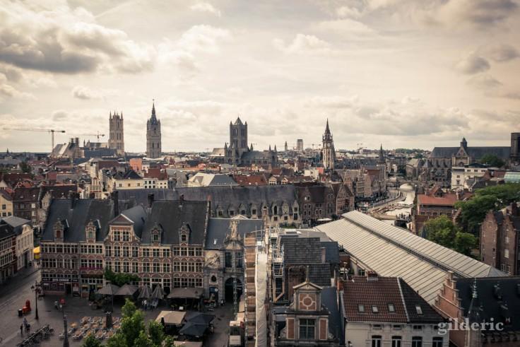 Vue des toits et tours de Gand depuis le Gravensteen