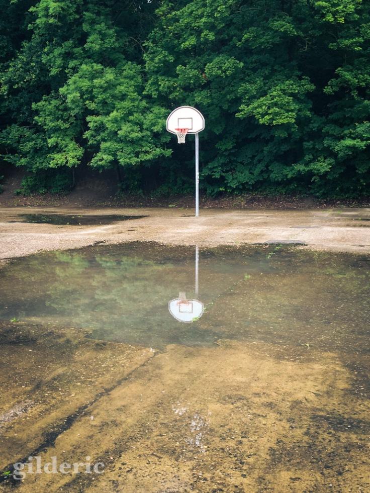 Panier de basket et son reflet - Fort de la Chartreuse