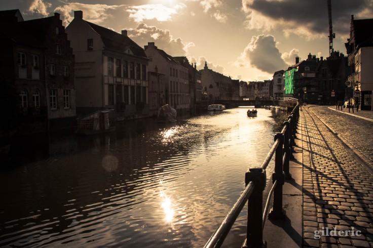 Vers la lumière, sur les canaux de Gand