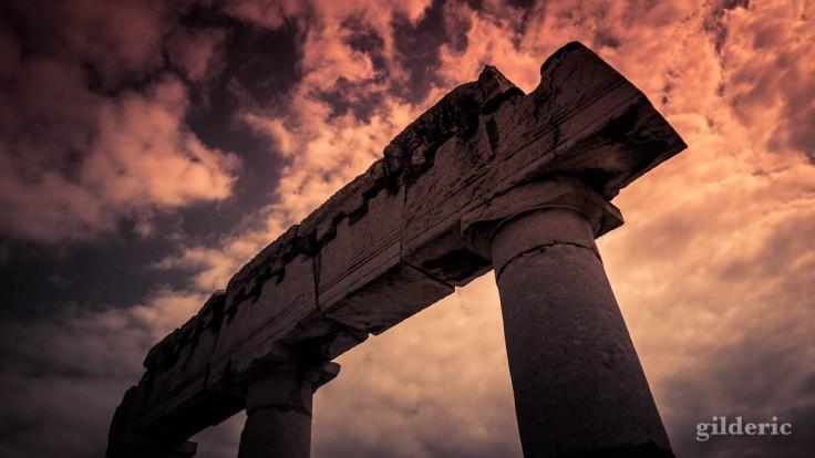 Dark Pompei : ruines du forum, photo créative