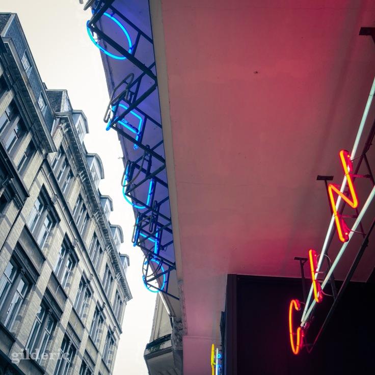 Les néons du cinéma Churchill à Liège
