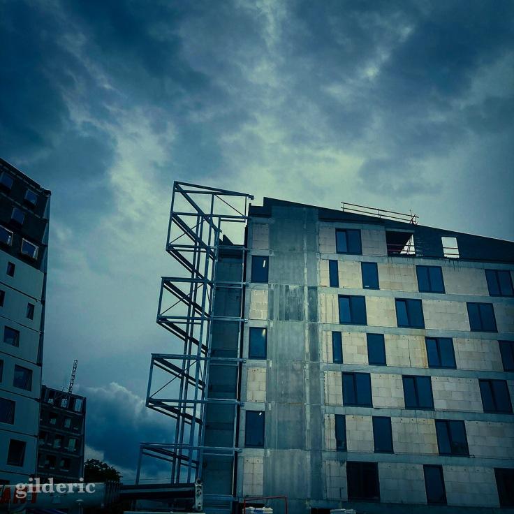 Chantier de construction près de la tour des Finances à Liège