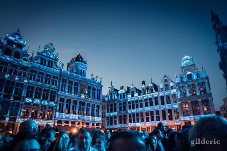 La Grand Place illuminée par le concert d'Indochine